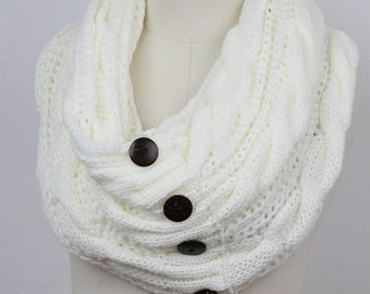Coconut button,KNIT scarf, cable knit scarf , cable knit woman scarf , infinity scarf, button scarf