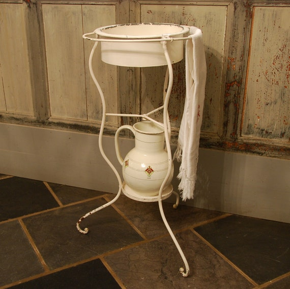 lave mains sur pieds en fer forg ancien datant de fin. Black Bedroom Furniture Sets. Home Design Ideas