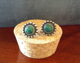 Vintage Southwestern Green Stone Sterling Silver Screw back  Earrings