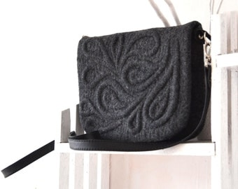Felted bag dark grey Felted wool purse Gray messenger bag Paisley Black Crossbody bag Felted wool handbag Winter clutch Felt handbag