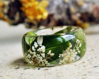 statement ring - large ring botanical ring -  botanical resin ring-  real flower ring-  green ring -  Queen Anne's Lace Flower Resin