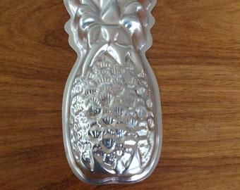 Vintage pineapple mold - 1970s - jello mold - mousse mold - aluminium