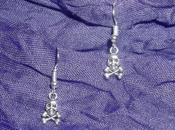 Skull & Crossbones Tibetan Silver Hand Crafted Dangle Earrings