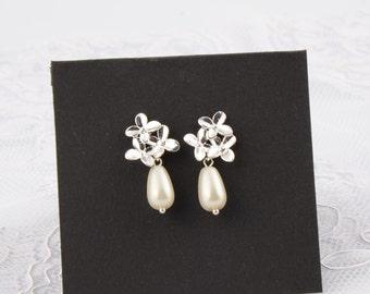 Cherry blossom pearl earrings Wedding Earrings Pearl flower earrings Ivory Pearl Earring Bridal Earrings  Gift for her Gift ideas