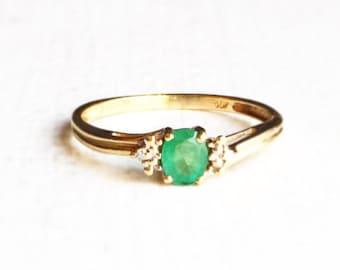 Vintage Emerald 10K Yellow Gold & Diamond Ladies Ring Size 7.5