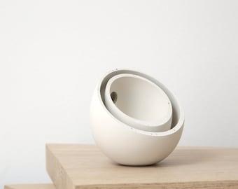 concrete balance bowls // light gray // fluid concrete collection