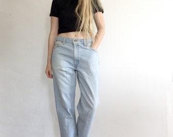 90's Vintage Levis 550 Mom Jeans, High Waisted, Light Wash Denim, Size 33