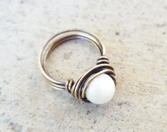 Quartz Wire Wrap Ring, Bronze Wire Wrapped Ring, White Ring, White Quartz Ring, Statement Ring, Vintage Look, Boho-Chic,Gemstone Ring,Hippie