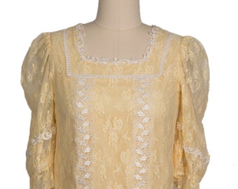 Vintage 60s Hand Made hippie Yellow Lace crop top/  1960s gypsy yellow lace boho cropped blouse