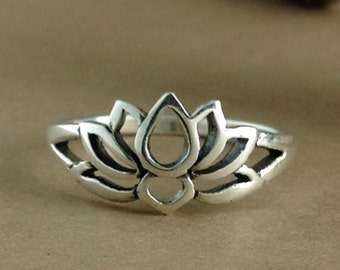 Lotus Ring~Sterling Silver Lotus Ring~Lotus Flower Ring~Blooming Lotus Flower~Yoga Inspired~Lotus Jewelry~Promise Ring~Gift for Her
