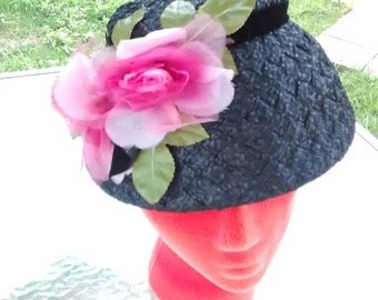 Woven black hat with pink silk roses 1940s