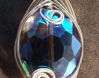 Focal point wire wrapped pendant