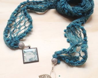 "Scarf/necklace ""White Bear"""