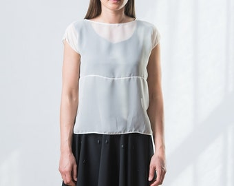 Oversized transparent top with a line in the middle