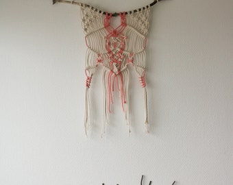 Wall-hanging macrame strawberry vanilla