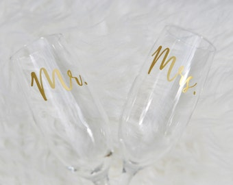 Mr. and Mrs. Toasting Flutes, Champagne Flutes, Toasting Glasses, Wedding Gift, Bridal Shower Gift, Personalized Flute, Etched or Vinyl