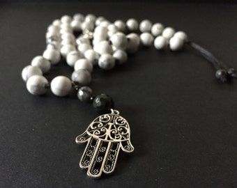 Necklace with white Howlite