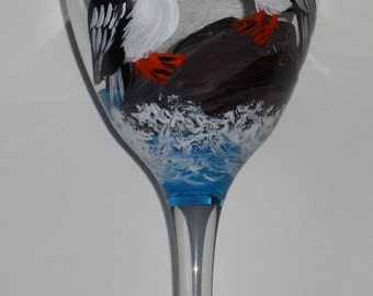 Puffin Wine Glass, puffin art, puffin wine glasses, Maine art, puffin glass, pair of puffins on a sturdy 10.5 oz wine glass
