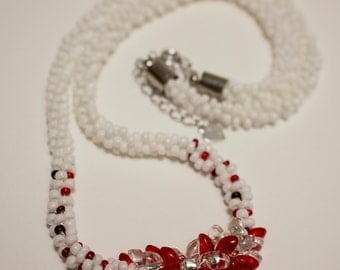 Colllier kumihimo red and white long magatama