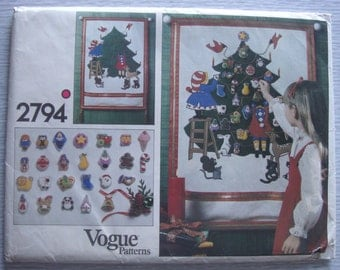 vintage 2794 Vogue CHRISTMAS ADVENT CALENDER & Ornaments sewing pattern