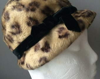 50's/60's leopard print cloche hat with black velvet bow