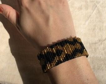 Golden black beaded bracelet