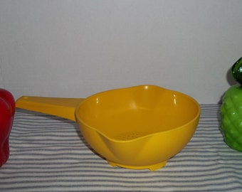 Vintage Tupperware Small 1 Quart Pouring Colander / Strainer Yellow