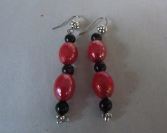 Silver Red and black dangling beaded earrings