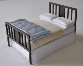 Double bed with eiderdown, blanket and bed linen