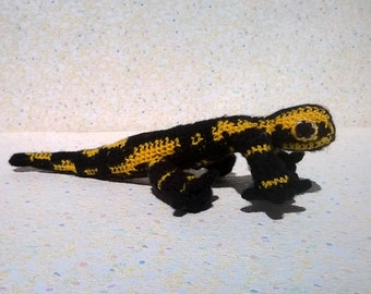 Amigurumi hand crocheted salamander, yellow and black, type amigurumi