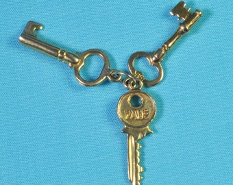Vintage 9ct Gold 3 Keys Charm