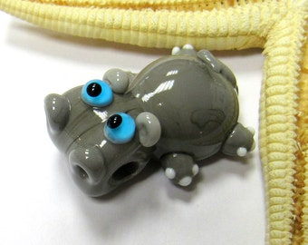 SMAUGGS handmade little hippo (1p, 33mm x 24mm x 17mm), glass, grey, hole 4mm