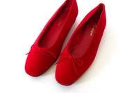 60s Velvet Shoes / 1960s Slip-ons / 60s Bow Shoes / SCARLET Red Velvet