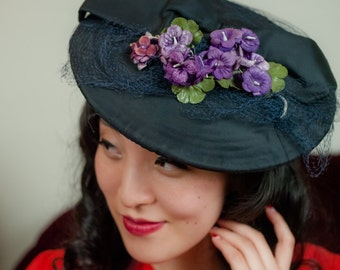 Vintage 1940s Hat - Unique Navy Blue Cloth and Straw Summer Beret with Violet Millinery Flowers