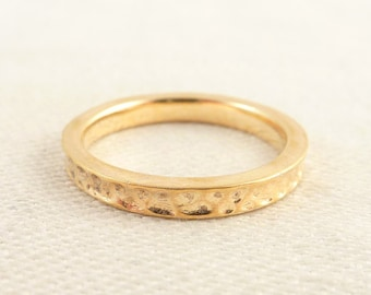 Size 6 Vintage Gold Tone Italian Sterling Hammered Band Ring