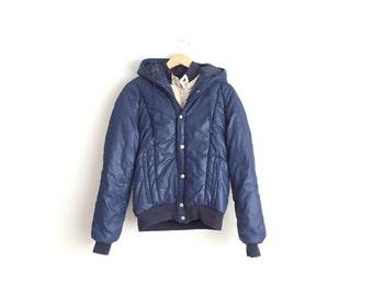 2-LAYERED PUFFER JACKET // Minimalist - Classic Americana - Navy Blue Hooded Jacket. Size M.