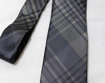 Vintage CLAIBORNE 3 Inch Silk Necktie, Gray Plaid Skinny Tie