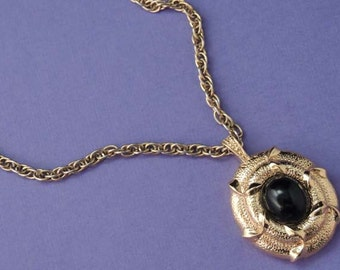 NINA RICCI Vintage Black Pendant Necklace / Pendant Necklace / Pendant on Chain / Nina Ricci Necklace / Nina Ricci Pendant