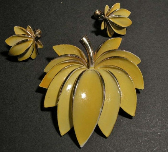 Mid Century Signed Vendome Yellow Floral Brooch Pin w/ Matching Earrings, Mid Century Fashion, 1950's  Designer Signed Jewelry
