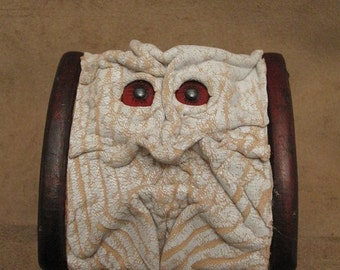 "Grichels leather and wooden trinket box - ""Skrumet"" 27207 - textured white and peach with red carousel horse eyes"