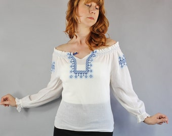 Vintage 60s 70s Women's White Blue Embroidered Peasant Folk Gypsy Boho Hippie Cotton Gauze Blouse Summer Top