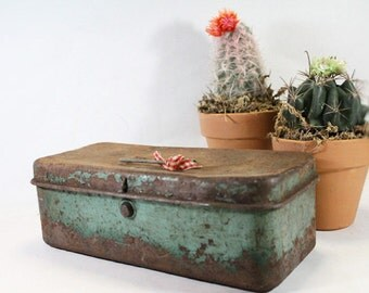 Green Metal Tool Box, Vintage Tackle Box, perfectly rusted