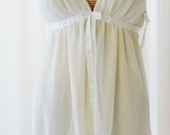 Chantilly White Lace Babydoll Nightgown and Thong NWT Yellow Underskirt Nordstrom's Large