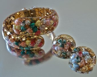 50's Lucite Bracelet and Earrings Set Gold Glitter and Colorful Seashells Clip Ons and Clamper