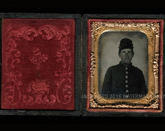 Very Young Civil War Soldier ~ 1/9 1860s Ambrotype in Full Case