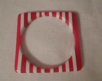 Vintage / SMALL HANDS BRACELET / Bangle / Lucite / Square / Nautical / Patriotic / Trendy / Retro / Fashionista / Modernist / Accessory