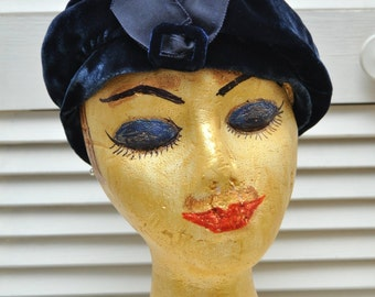 Vintage Navy Blue Velvet Womens Beret Cap Hat with Bow/40s 50s Mid Century Mod/Union Made/Theater Costume/High-Fashion small to medium