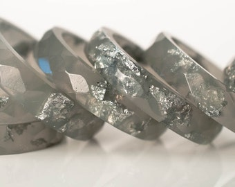 size 7.5 multifaceted eco resin ring | graphite gray resin with metallic silver flakes