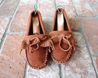 Vintage Womens 6.5 Megan Peace Moccasins Mocs Moc Toe Moccasin Loafers Loafer Frill Fringe Tassle Tie Slipons Summer Boat All Leather Brown