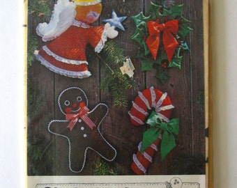 "Christmas Door & Wall Decoration Sewing Pattern, Angel, Candy Cane, Gingerbread Man, Holly Swag, 20-24"" Holiday Gingham Goose GGP 008 1979"